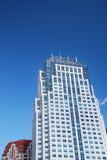 在天空摩天大楼的蓝色 库存图片