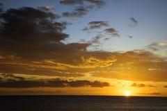 在天空日落的夏威夷毛伊 免版税库存照片