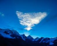 在天空的一座轻的金字塔 库存照片