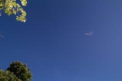 在天空的一朵小的云彩 库存照片