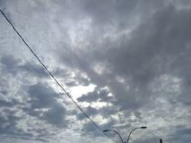 在天空的下午光 免版税库存图片