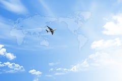 在天空的世界地图 免版税图库摄影