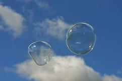 在天空的两泡影 免版税库存照片