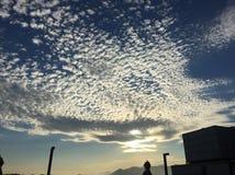 在天空的云彩在白天 免版税库存图片