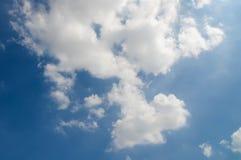 在天空的云彩纹理 免版税库存图片