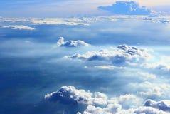 在天空的云彩从平面看法 免版税库存图片