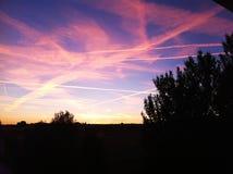 在天空的五颜六色的条纹 免版税库存图片