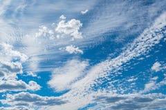 在天空的令人惊讶的cloudscape 免版税库存图片