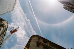 在天空的光晕彩虹 免版税库存图片