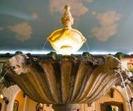 在天空的喷泉 免版税库存照片