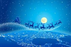 在天空的圣诞老人飞行 免版税库存图片
