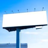 在天空的大广告牌空白蓝色 免版税库存图片