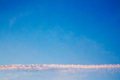 在天空的天际云彩 免版税库存照片