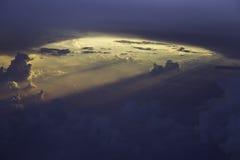 在天空的太阳射线 免版税库存图片