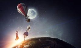 在天空的女孩飞行 混合画法 免版税图库摄影