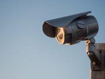 在天空的安全监控相机 免版税库存图片