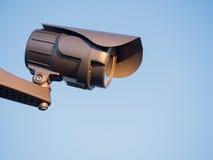 在天空的安全监控相机 免版税图库摄影