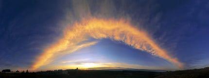 在天空的巨大的火弧 库存图片