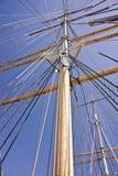 在天空的帆柱 免版税库存图片