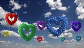 在天空的心形的五颜六色的baloons 免版税库存照片
