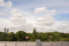 在天空的抽象云彩形成 免版税库存照片