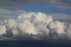 在天空的棉花球 库存照片