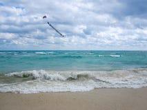 在天空的横幅在加勒比海在一多云天 免版税库存照片