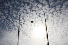 在天空的橡皮筋乘驾 库存照片