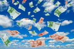 在天空的欧元。 免版税库存图片