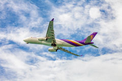 在天空的泰航飞机 图库摄影