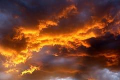 在天空的火 免版税库存照片