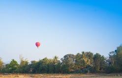 在天空的热空气气球在老挝 库存图片