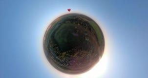 在天空的热空气气球在领域球状全景 股票视频