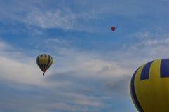 在天空的热空气气球 免版税库存图片