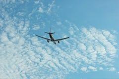 在天空的班机 图库摄影