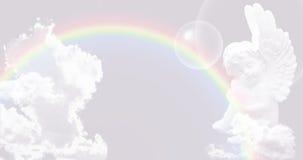 在天空的白色天使与彩虹 图库摄影