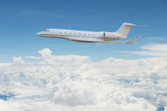 在天空的私人喷气式飞机飞行 库存照片