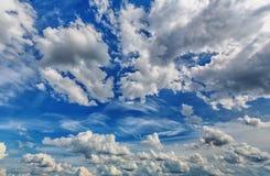 在天空的积云 免版税图库摄影