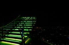 在天空的绿色台阶 免版税图库摄影