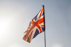 在天空的英国国旗飞行 库存图片