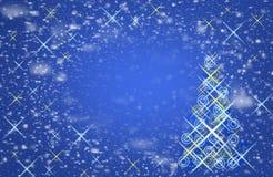 在天空的落的雪花 圣诞节魔术, 免版税库存照片