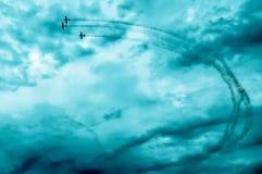在天空的行动在airshow期间 库存图片