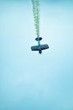 在天空的行动在airshow期间 免版税库存照片