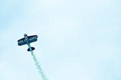 在天空的行动在airshow期间 库存照片