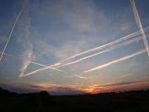 在天空的转换轨迹 免版税库存照片