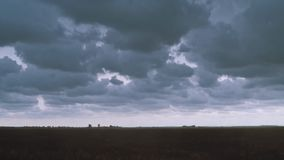 在天空的闪电 在天空的放电 股票录像