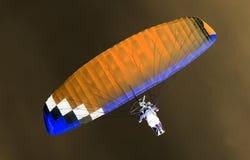 在天空的降伞在反向 免版税库存照片