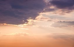 在天空的风景云彩在日落期间 design_的模板 库存照片