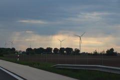 在天空的风轮机 库存图片