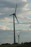 在天空的风轮机 免版税库存照片